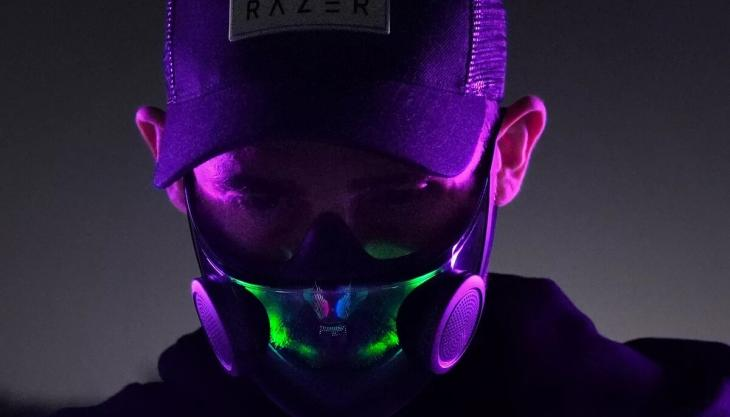 Smart face mask with built-in microphone and lighting (Photo: Razer)