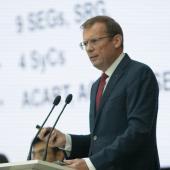 Frans Vreeswijk addressing Council 2017 in Vladivostok