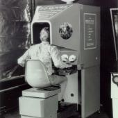 Image of the Sensorama machine invented by Morton Heilig
