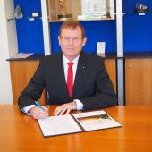 Frans Vreesvijk signing the Gender Responsive Standards Declaration