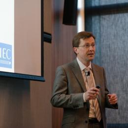 Gilles Thonet presents IEC work for smart buildings/lighting